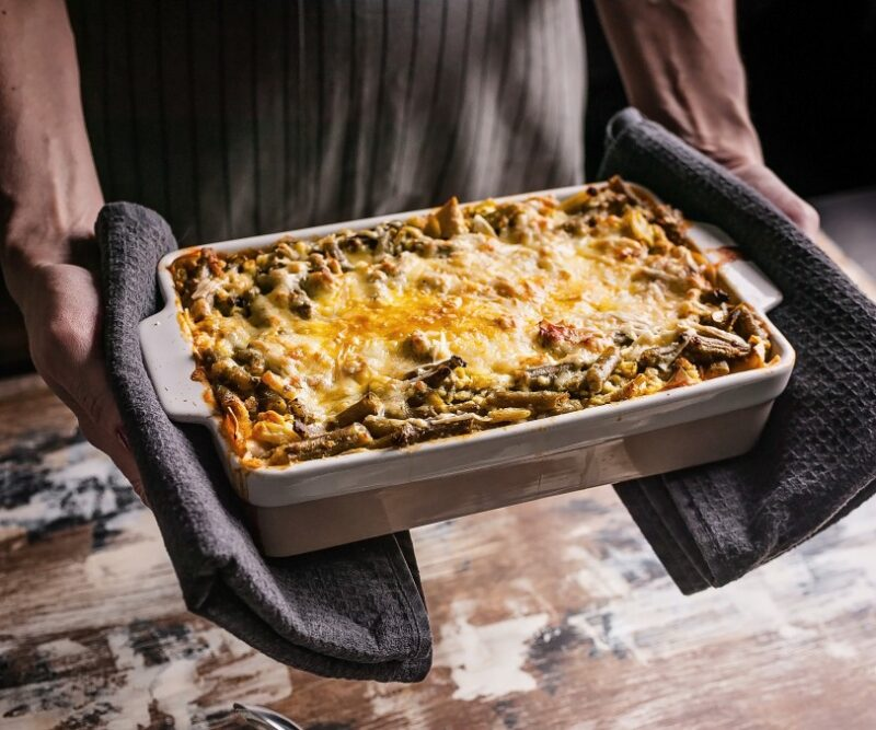 healthy-vegetarian-food-italian-food-pasta-dinner-cuisine-meal-dish-fresh-homemade-lasagne-background_t20_P1APw8